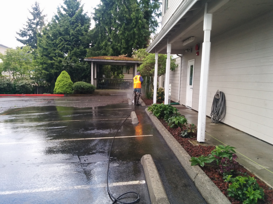 power washing a parking lot for a commercial building in Little Rock, AR